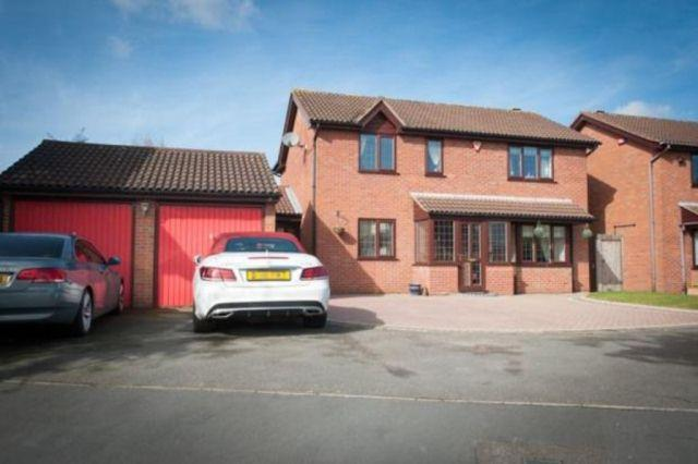 4 Bedrooms Detached House for sale in New Leasow,Walmley,Sutton Coldfield