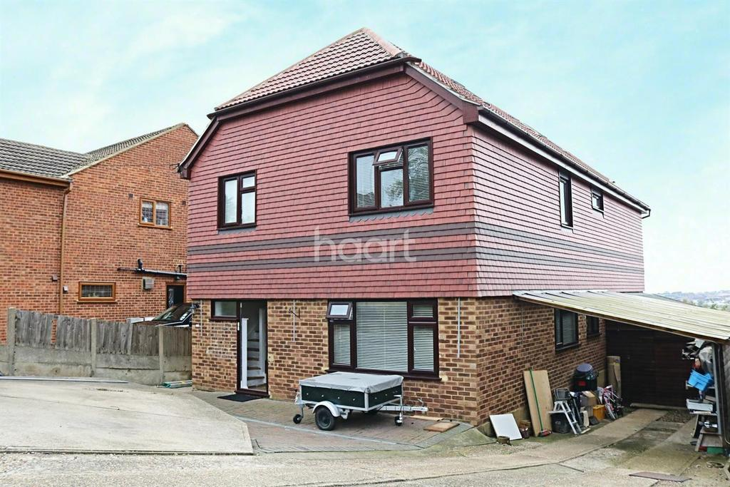 6 Bedrooms Detached House for sale in Queenborough Drive, Minster on Sea
