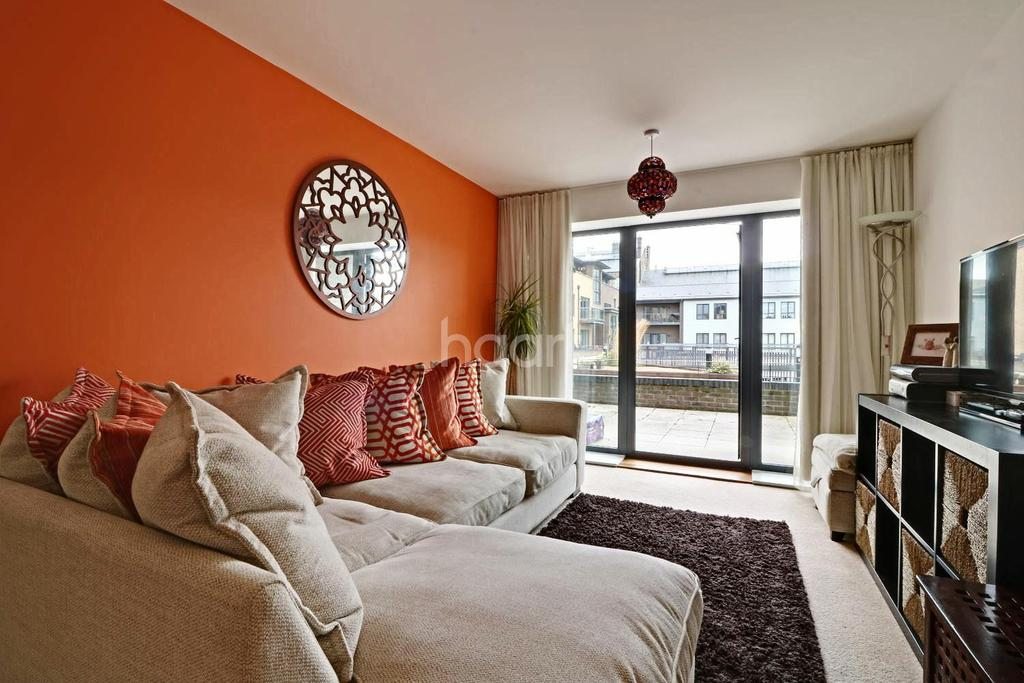 2 Bedrooms Flat for sale in Fire Fly Avenue, Swindon, Wiltshire