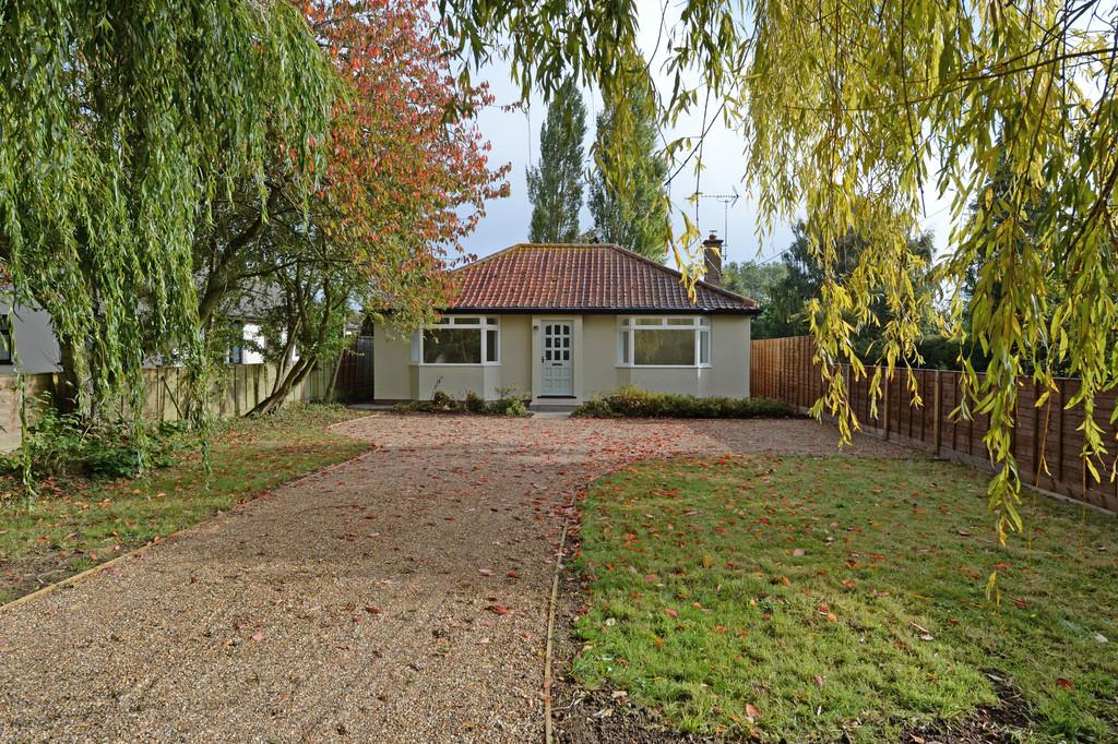 3 Bedrooms Detached Bungalow for sale in Owls Green, Nr Dennington