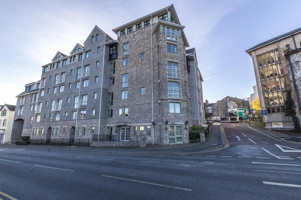 2 Bedrooms Penthouse Flat for sale in 55 Blackhall Croft, Blackhall Road, Kendal. LA9 4UU