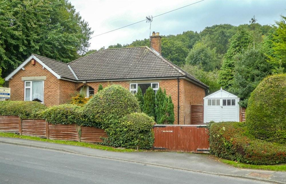 3 Bedrooms Detached Bungalow for sale in Willow Dene, Old Road, Kirkbymoorside, YO62 6LT