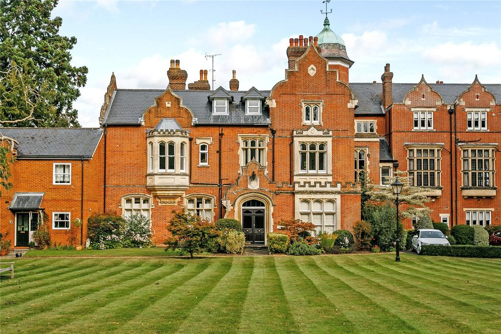 2 Bedrooms Flat for sale in Merrow Grange, Horseshoe Lane East, Guildford, Surrey