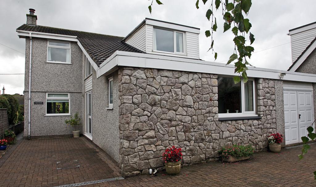 5 Bedrooms Detached House for sale in Stad Pen Y Berth, Llanfairpwll, North Wales