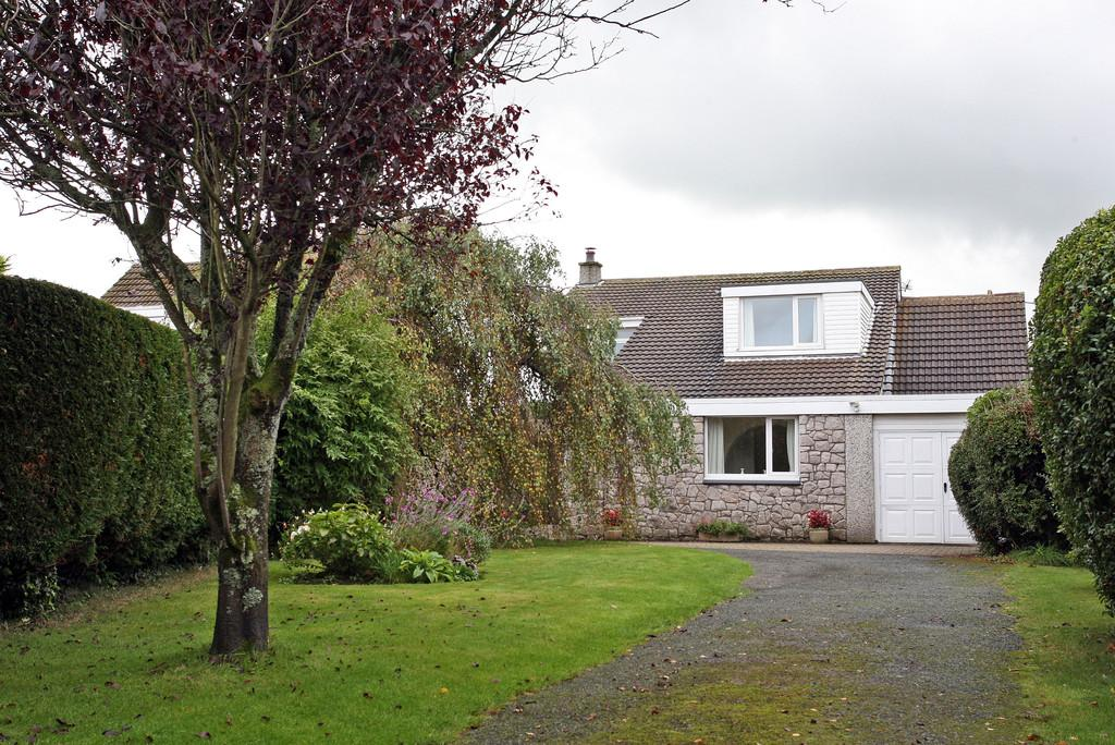 5 Bedrooms Detached House for sale in Stad Pen Y Berth, Llanfairpwll, North Wales