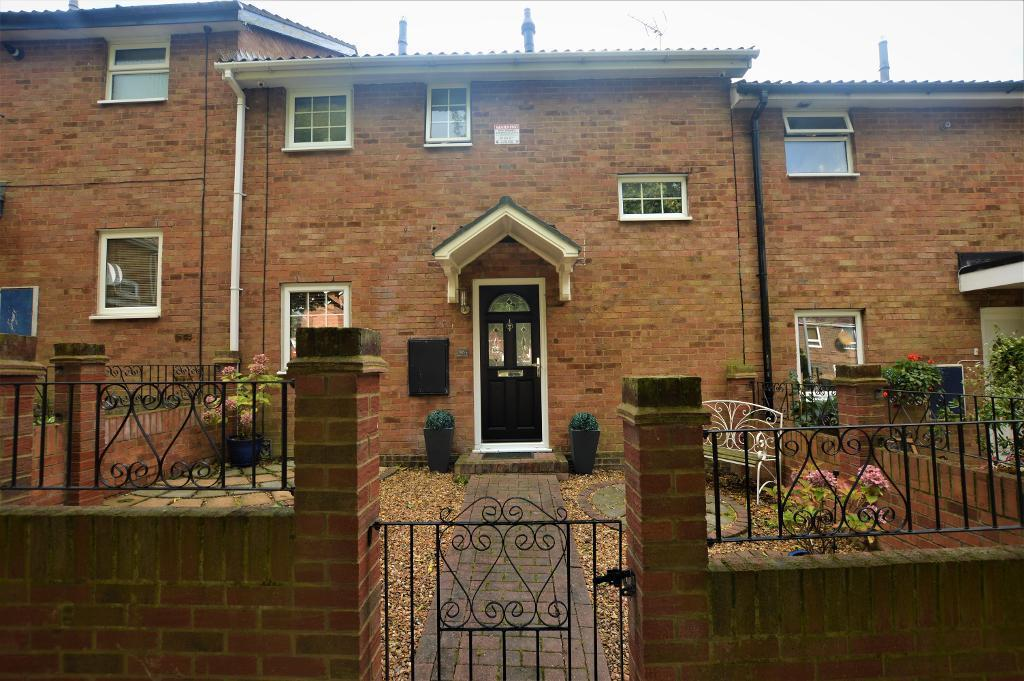 2 Bedrooms Terraced House for sale in Denham Close, Luton, LU3 3TT