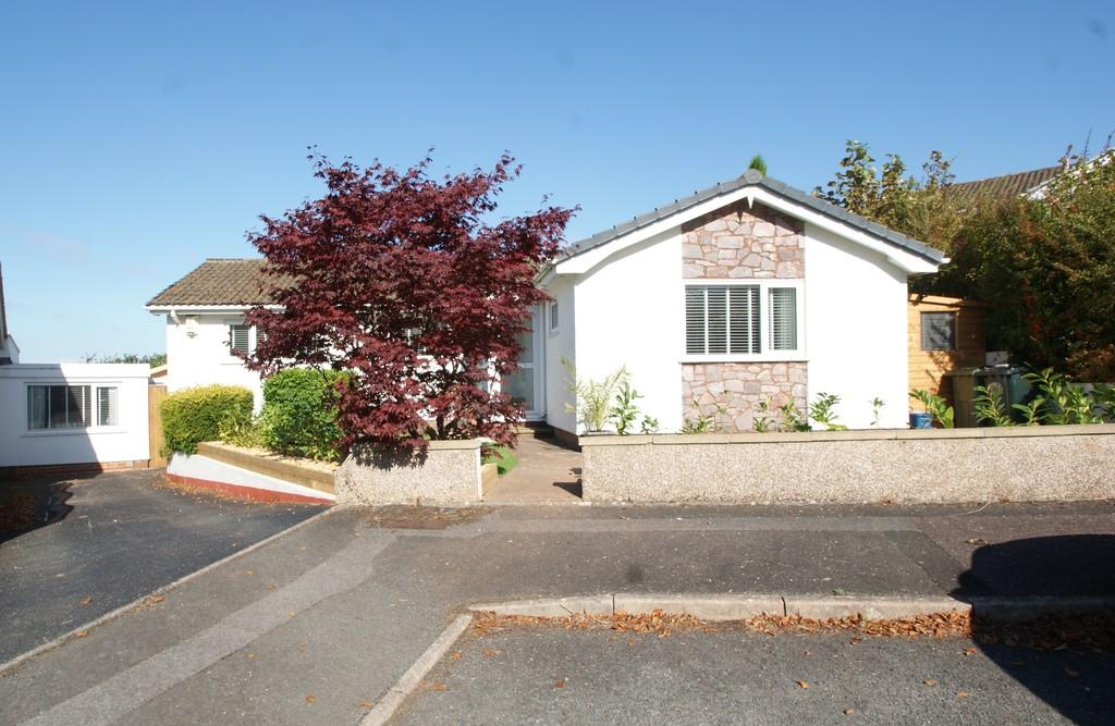 3 Bedrooms Detached Bungalow for sale in Fluder Rise | Kingskerswell | Newton Abbot