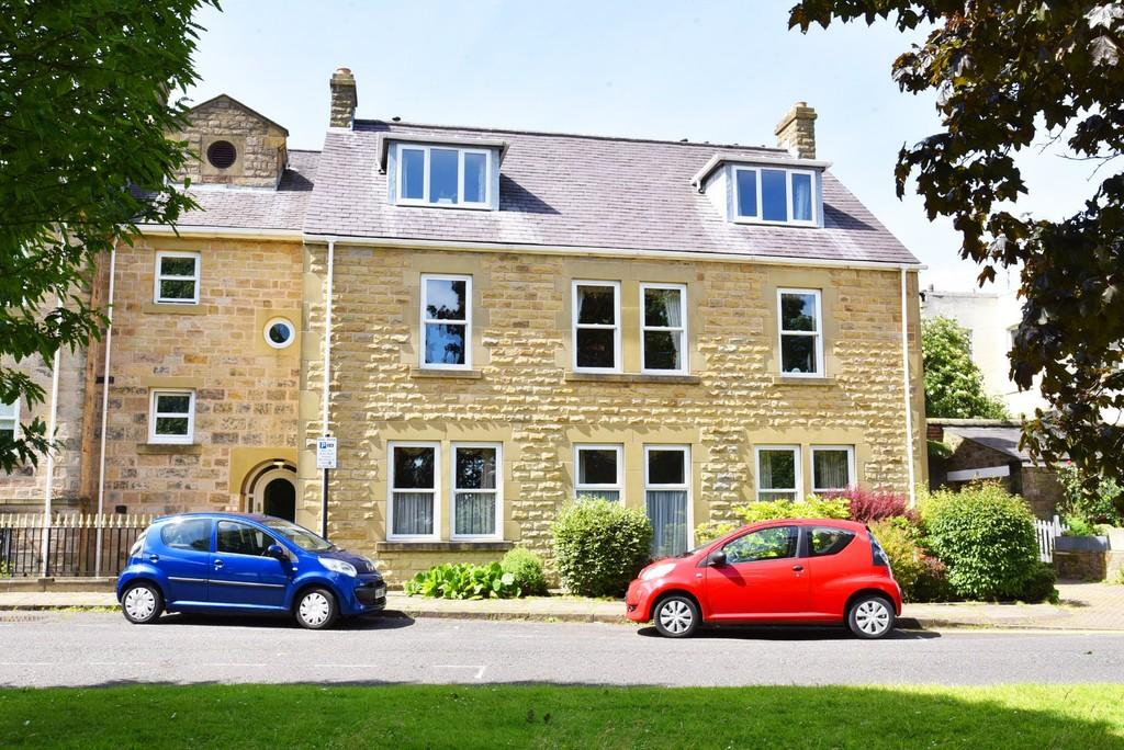 2 Bedrooms Apartment Flat for sale in Church Square, Harrogate