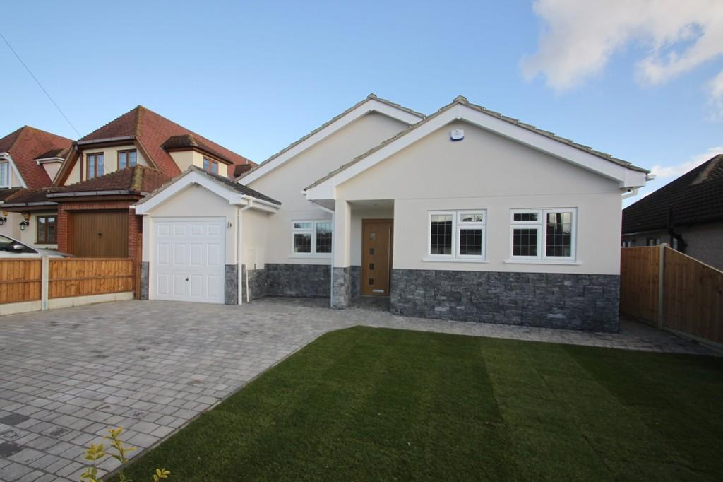 3 Bedrooms Detached Bungalow for sale in Rosslyn Close, Hockley