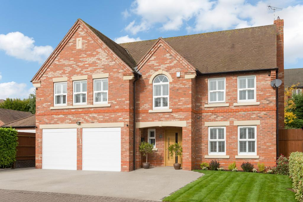 5 Bedrooms Detached House for sale in Bruces Way, Stratford-Upon-Avon