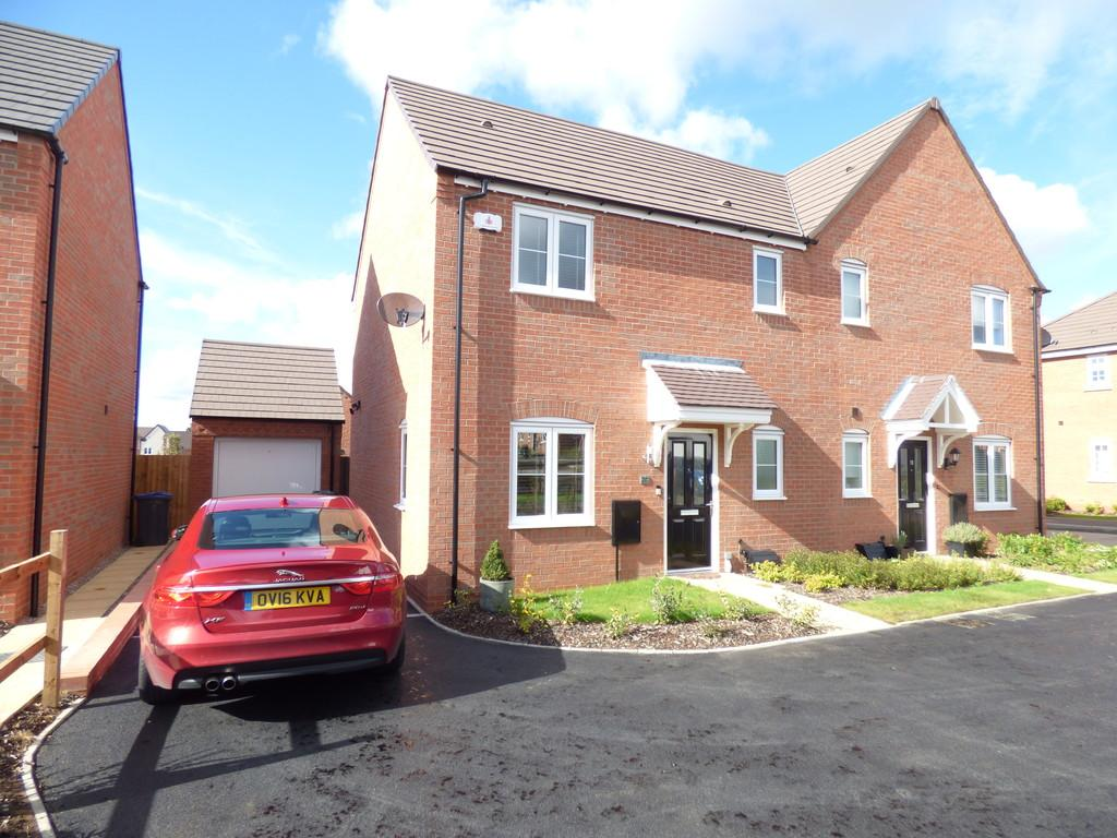 3 Bedrooms Semi Detached House for sale in Bosworth Avenue, Off Banbury Road, Stratford upon Avon