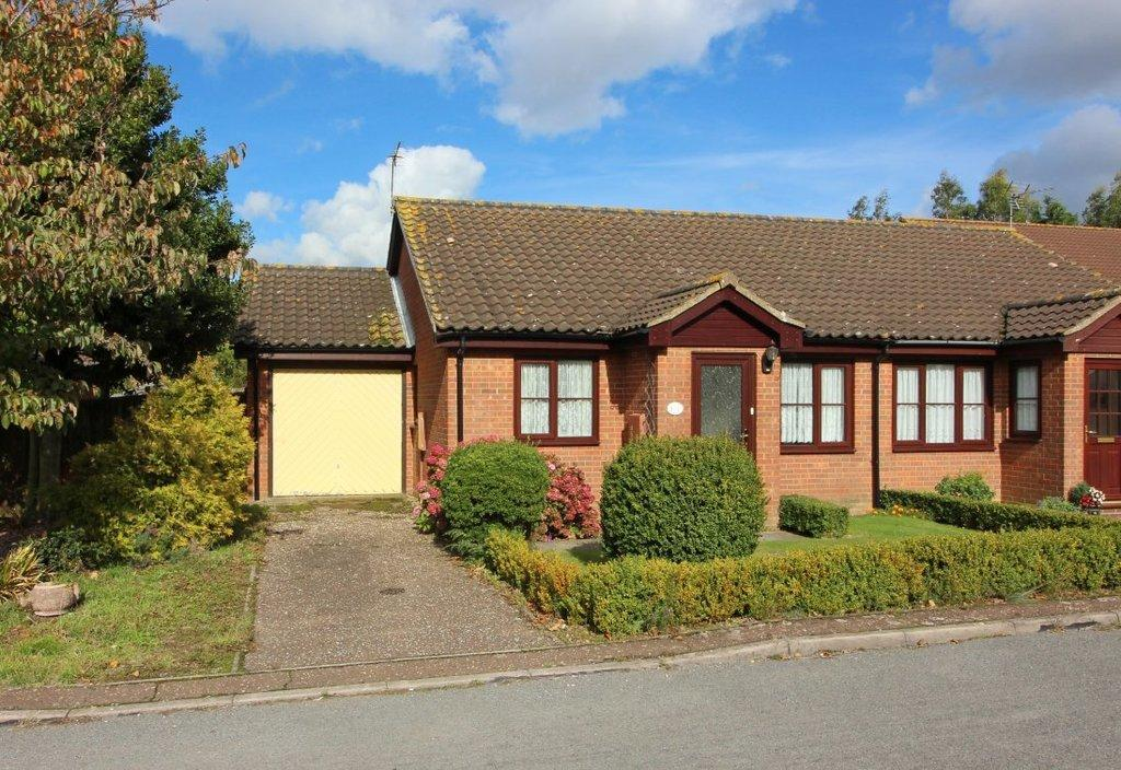 2 Bedrooms Semi Detached Bungalow for sale in Wells Avenue, North Walsham
