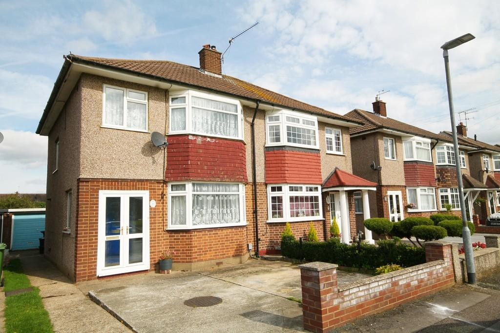 3 Bedrooms Semi Detached House for sale in Tovey Avenue, Hoddesdon