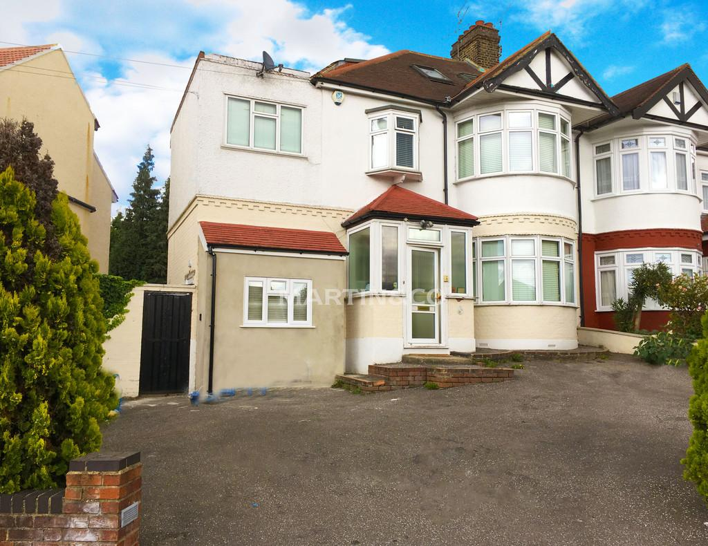 6 Bedrooms Semi Detached House for sale in Wanstead lane, Ilford