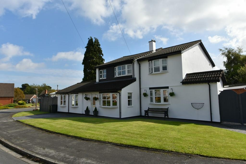 5 Bedrooms Detached House for sale in Greenwood Close, Aughton