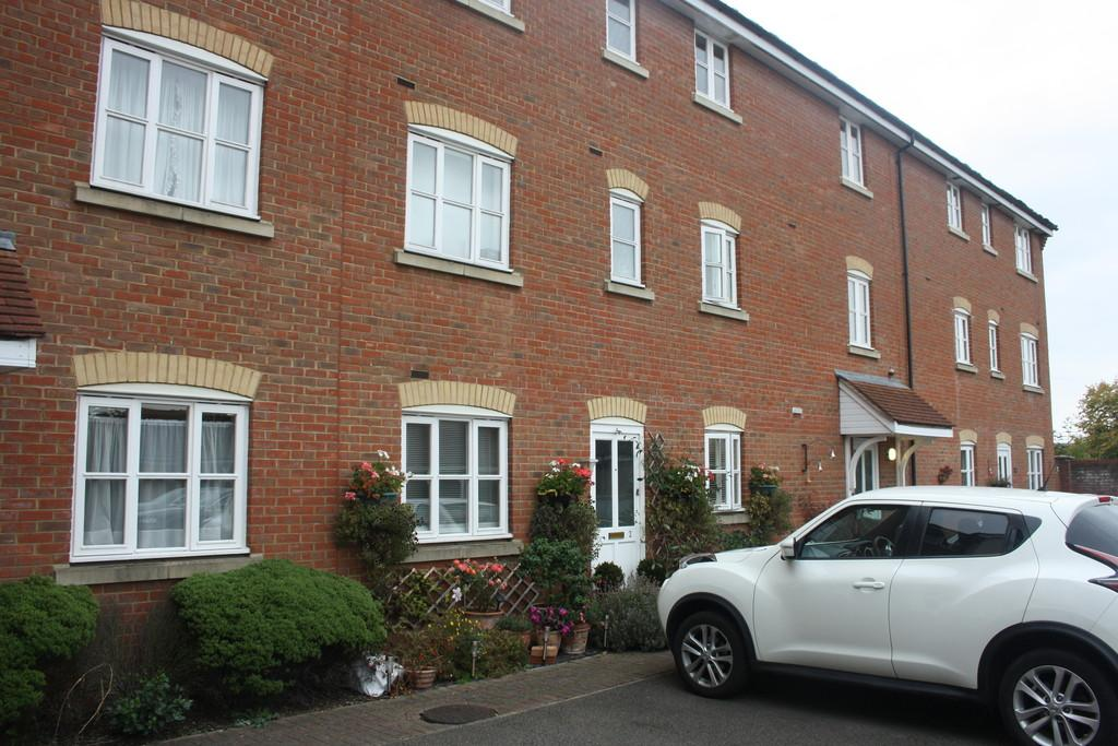 2 Bedrooms Ground Maisonette Flat