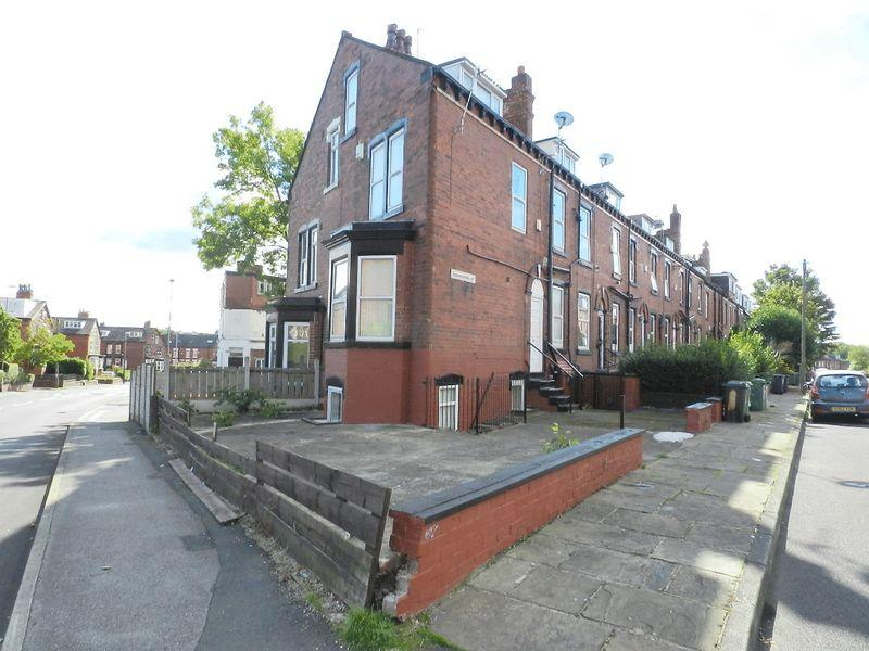 3 Bedrooms End Of Terrace House for sale in Beechwood Mount, Leeds