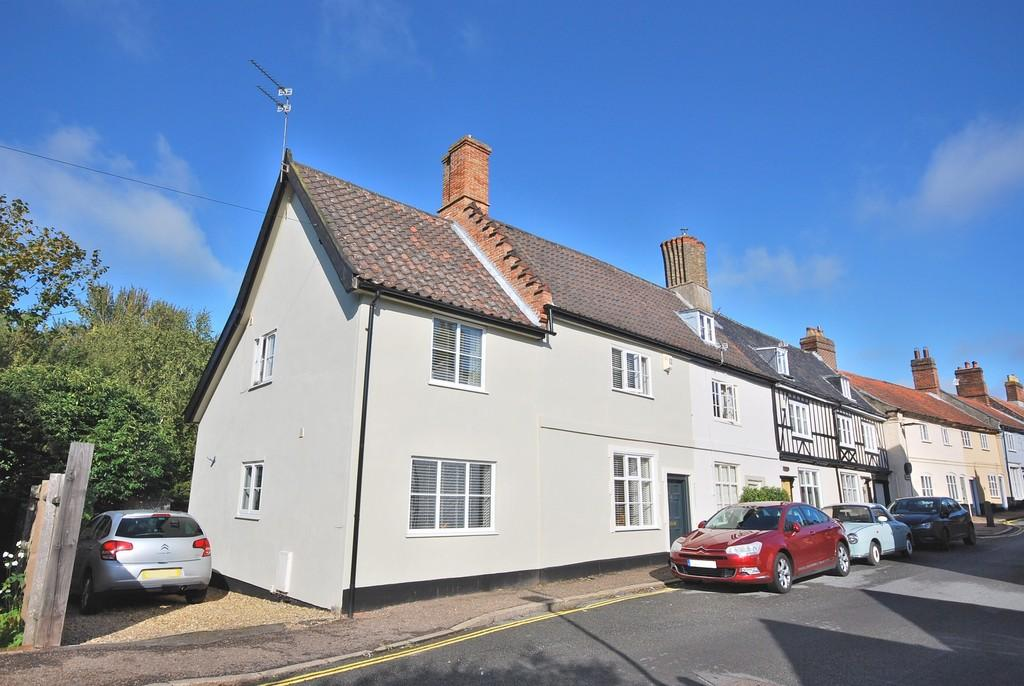 3 Bedrooms Semi Detached House for sale in Damgate Street, Wymondham