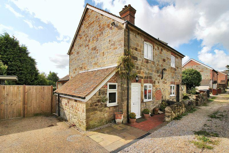 2 Bedrooms Semi Detached House for sale in Fermor Row, Crowborough, East Sussex