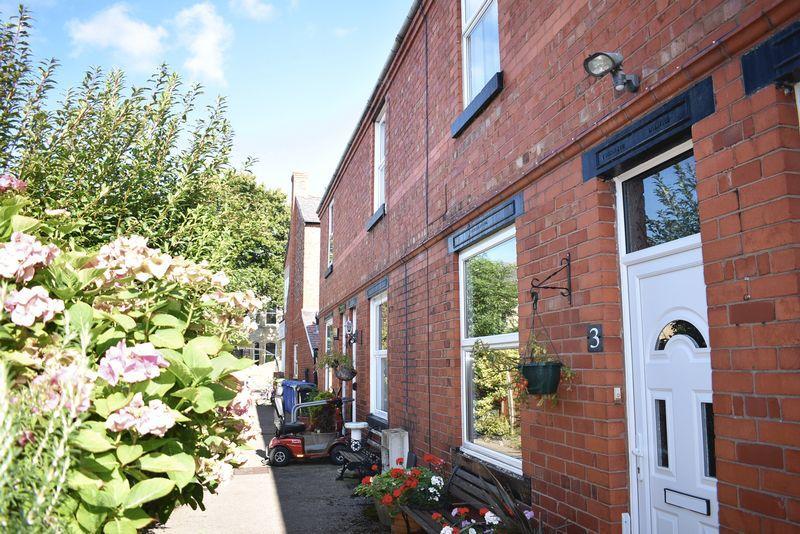 2 Bedrooms Terraced House for sale in Merllyn Terrace, St. Asaph