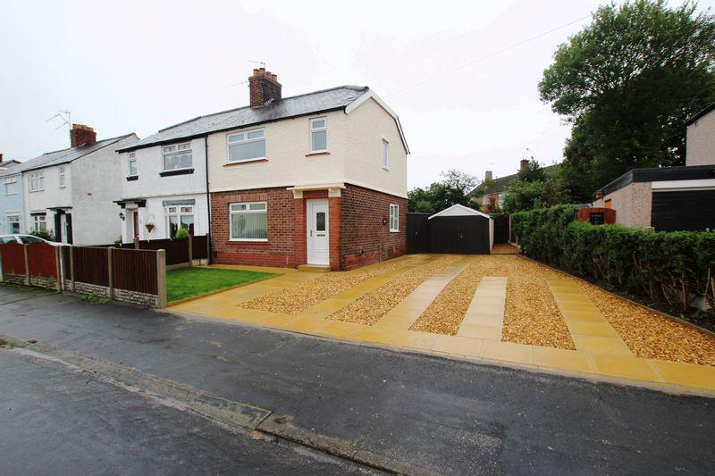 3 Bedrooms Semi Detached House for sale in Briardale Road, Ellesmere Port