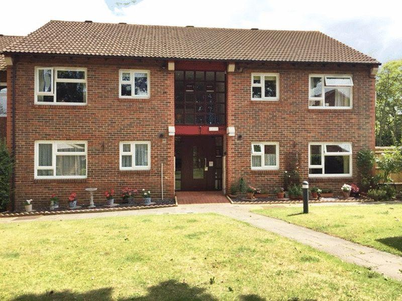 2 Bedrooms Retirement Property for sale in Halleys Court, Woking