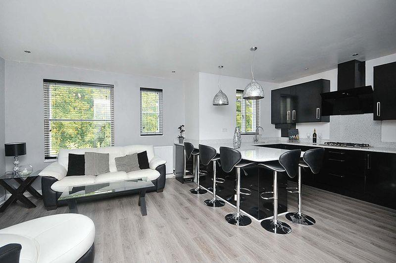 2 Bedrooms Apartment Flat for sale in Moorside, Knutsford