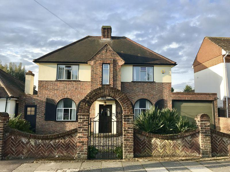 4 Bedrooms Detached House for sale in Blendon Drive, Bexley