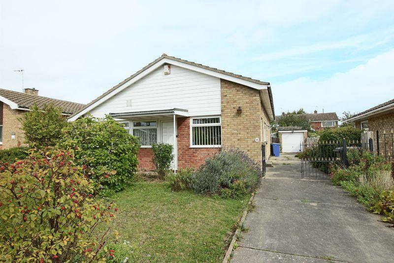 3 Bedrooms Detached Bungalow for sale in Pennygate Drive, Lowestoft