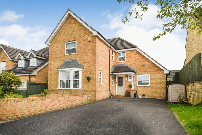 5 Bedrooms Detached House for sale in Magnolia Drive, Bradford