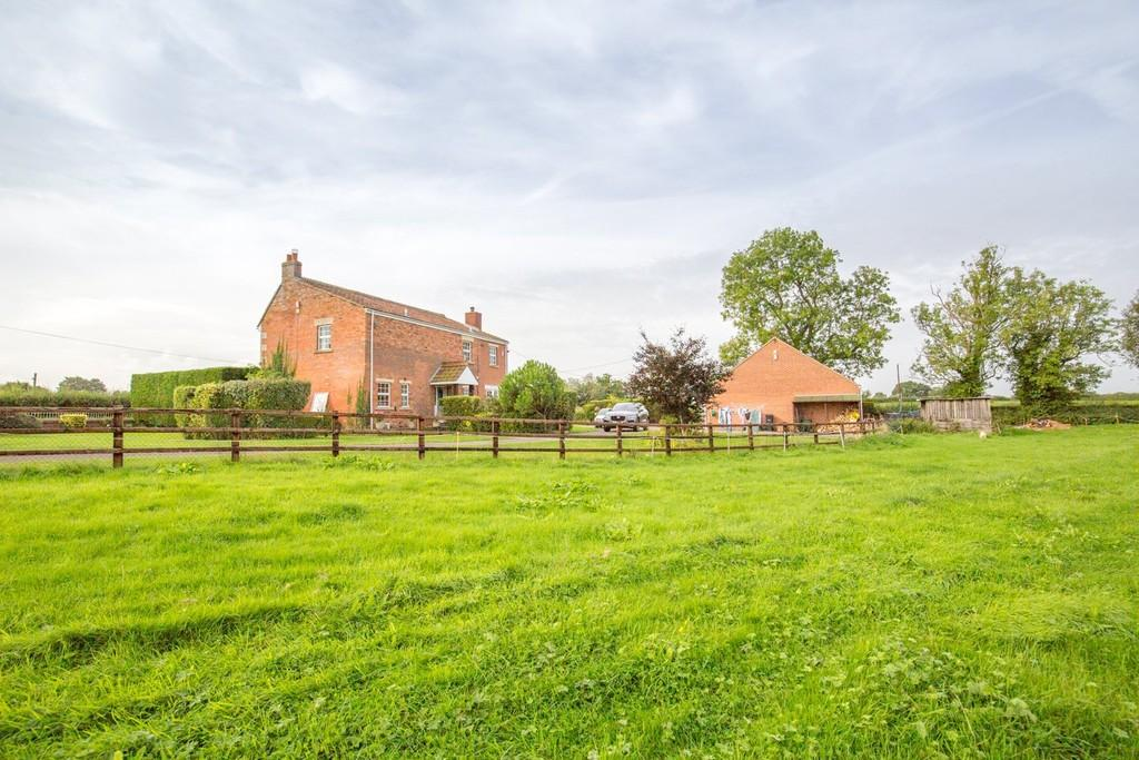 4 Bedrooms Detached House for sale in Southwick, Trowbridge