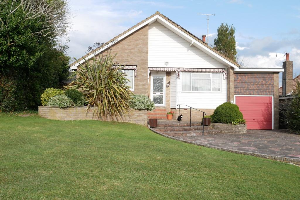 3 Bedrooms Detached Bungalow for sale in Chatfield Crescent, Eastbourne, BN22