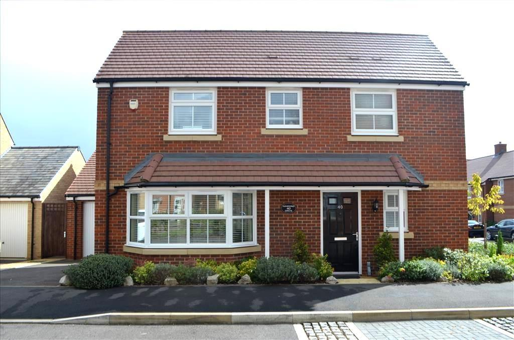 3 Bedrooms Detached House for sale in Hawking Drive, Biggleswade, SG18