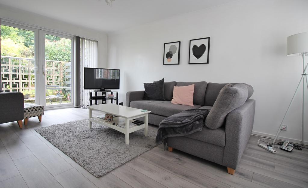 3 Bedrooms Terraced House for sale in Park Meadow, Hatfield, AL9
