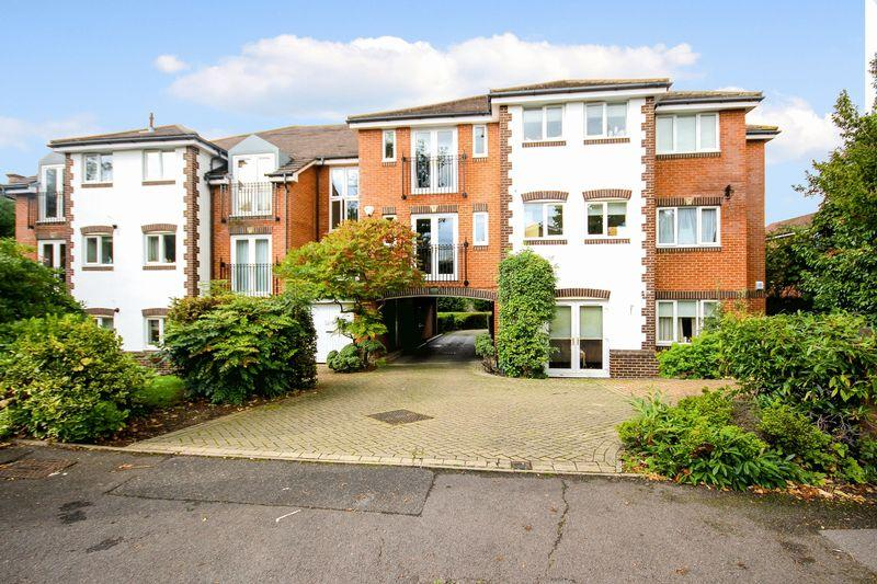 2 Bedrooms Apartment Flat for sale in CHEAM