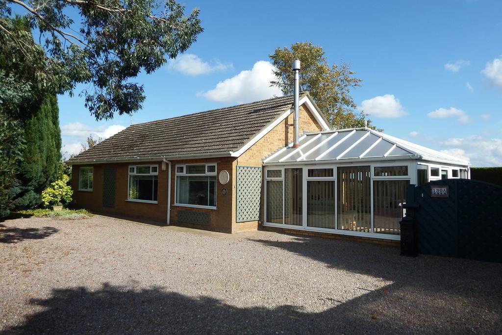 2 Bedrooms Detached Bungalow for sale in Quadring Road, Donington, PE11