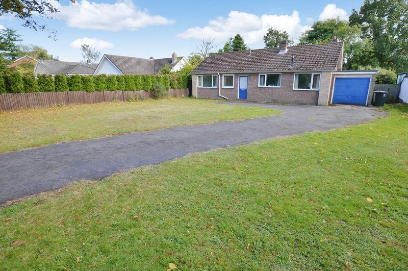 3 Bedrooms Detached Bungalow for sale in 40 Tor O Moor Road, Woodhall Spa