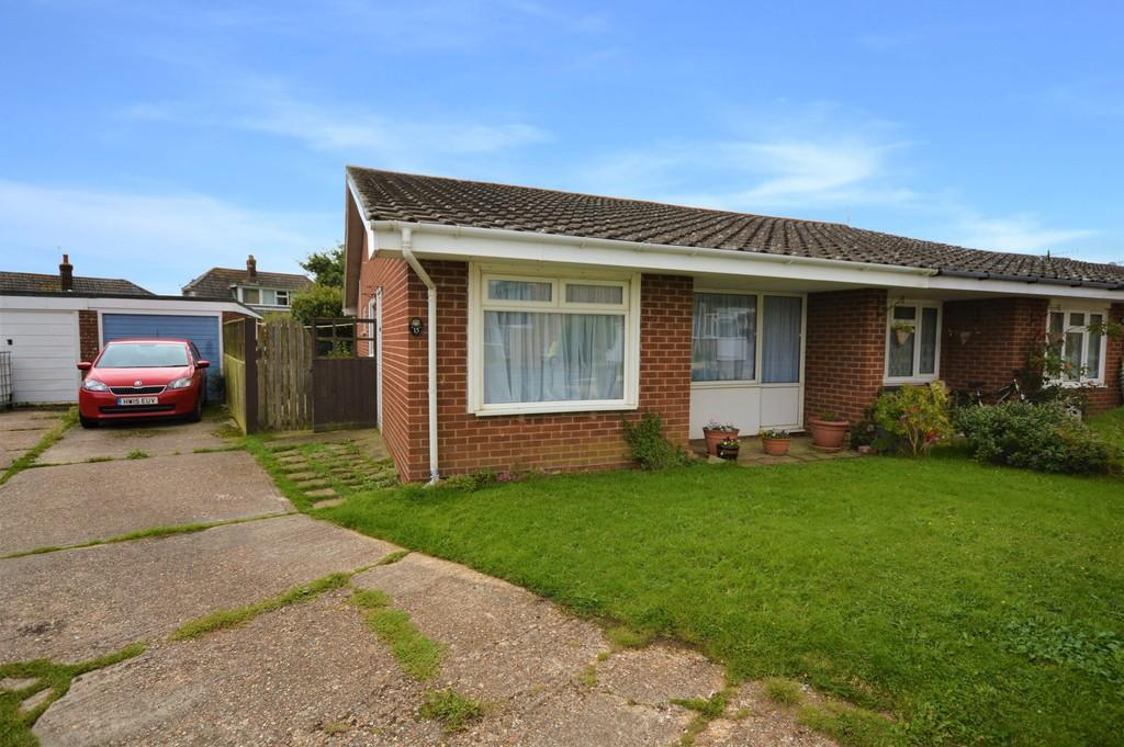3 Bedrooms Semi Detached Bungalow for sale in Yarborough Close, Godshill