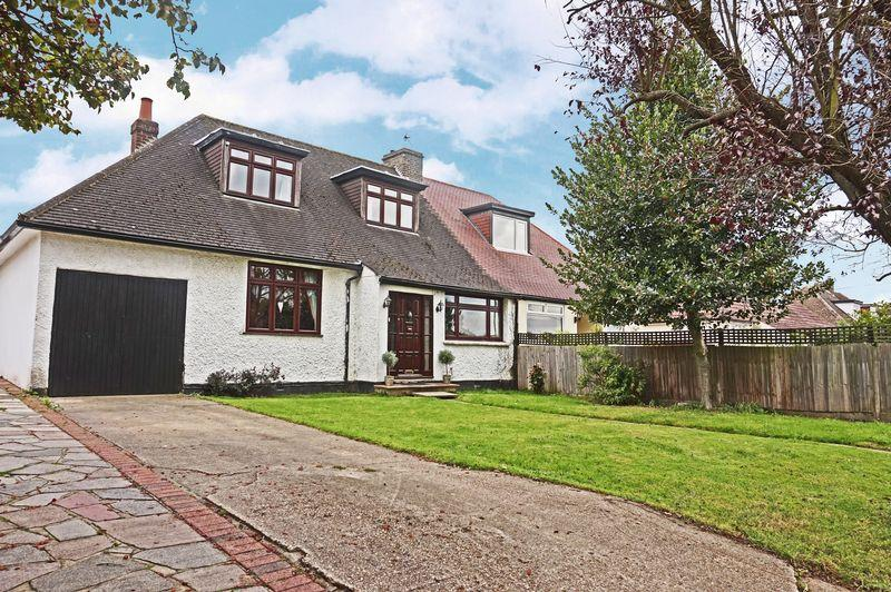 4 Bedrooms Bungalow for sale in Barton Road, Sidcup