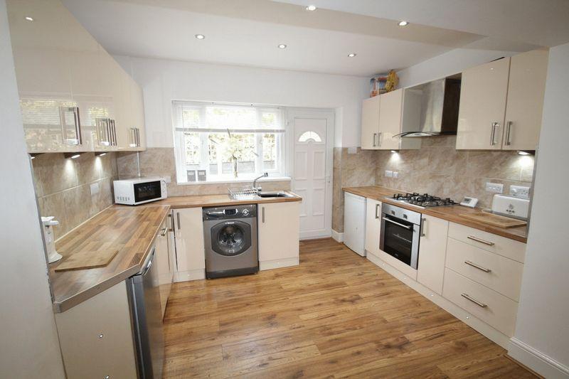 2 Bedrooms Terraced House for sale in Bentgate Street, Newhey, Rochdale OL16 4JR