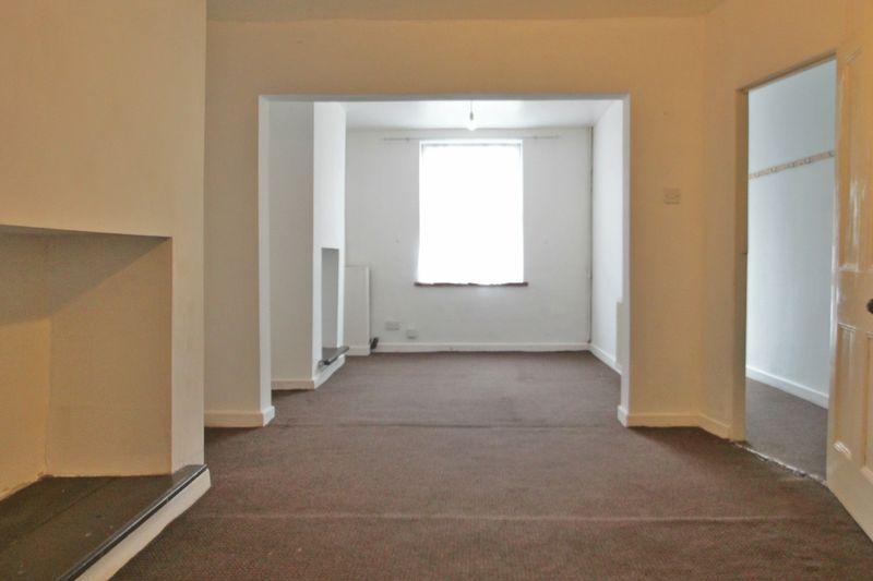 2 Bedrooms Terraced House for sale in Assheton Terrace, Caernarfon, Gwynedd
