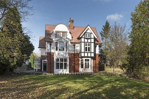 6 bedroom detached house for sale - Fairfields, The Grove, Gosforth