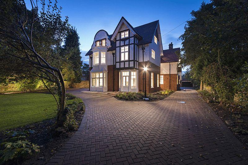 6 Bedrooms Detached House for sale in Fairfields, The Grove, Gosforth