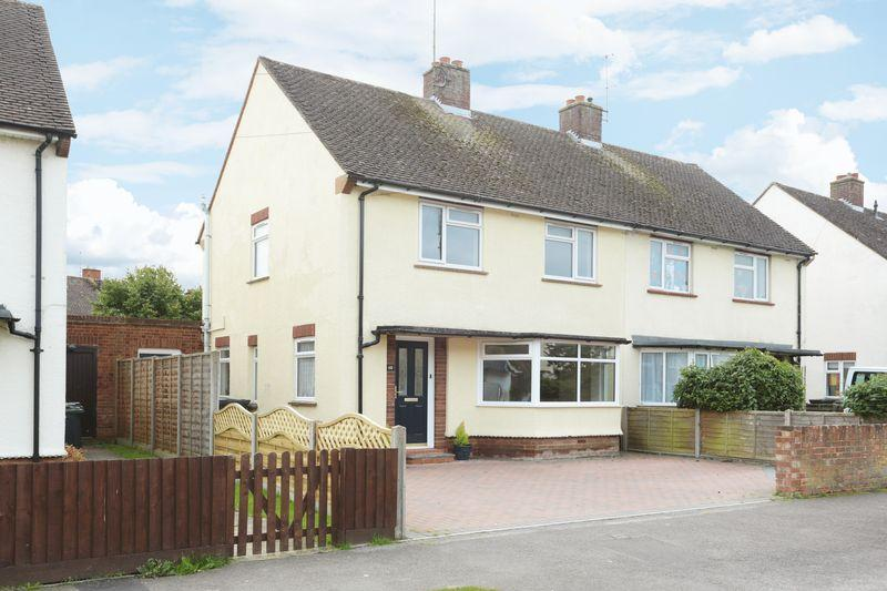 3 Bedrooms Semi Detached House for sale in Devizes, Wiltshire, SN10 3EH