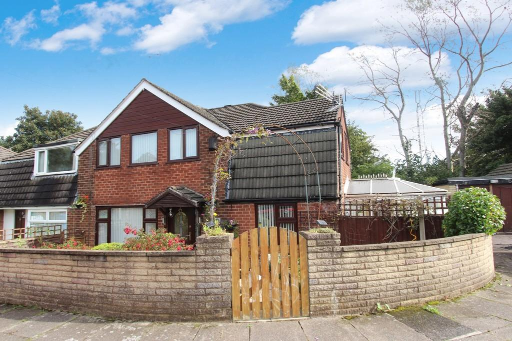 4 Bedrooms Semi Detached House for sale in Gail Avenue, Heaton Norris