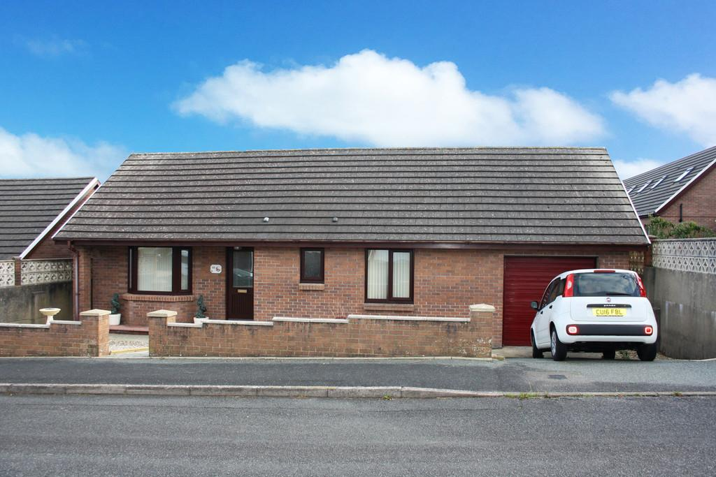 2 Bedrooms Detached Bungalow for sale in Gateholm Avenue, Milford Haven