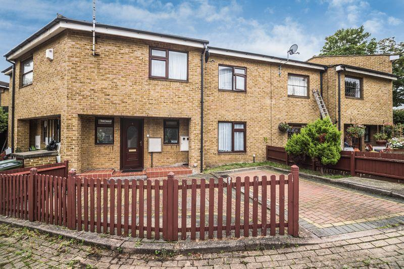 3 Bedrooms Terraced House for sale in Joyce Page Close, Charlton