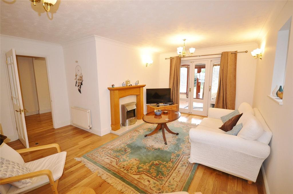 4 Bedrooms Detached House for sale in Tudor Manor Gardens, Watford, Hertfordshire, WD25