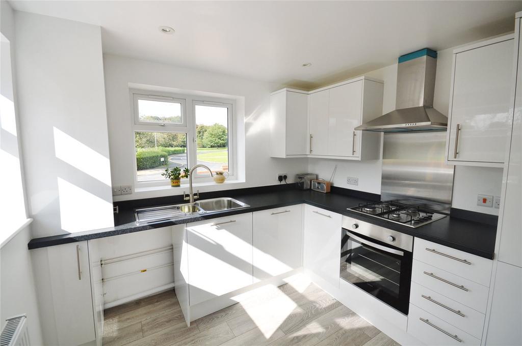 3 Bedrooms Semi Detached House for sale in Meriden Way, Garston, Hertfordshire, WD25