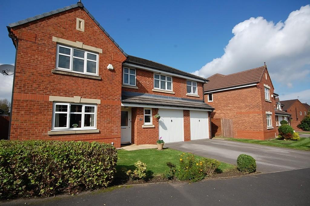 5 Bedrooms Detached House for sale in The Spires, Eccleston